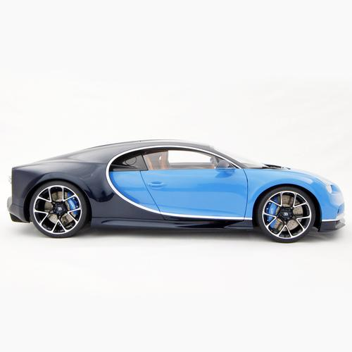 Bugatti | Chiron 2016 | with LED display | 1:8 scale