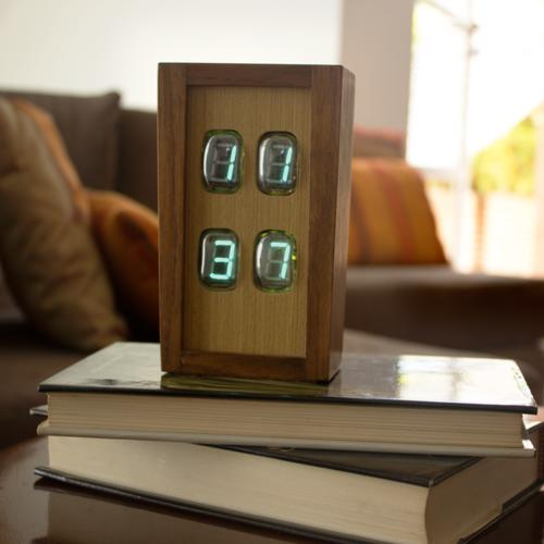 Chroniker: The Electroluminescent Tube Clock